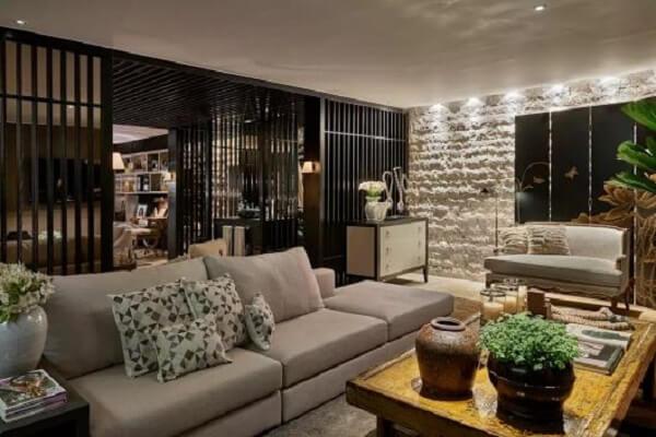 Traga neutralidade para a decoração incluindo um sofá modular cinza