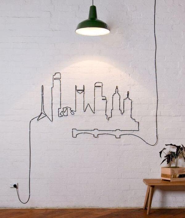 Use a criatividade para criar um lindo desenho na parede a partir dos fios e cabos aparentes
