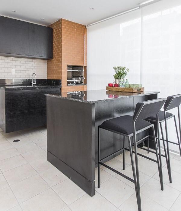 A persiana traz privacidade para a área da churrasqueira para apartamento