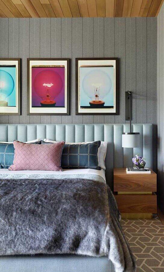 abajur de cabeceira para decoração de quarto planejado com cabeceira azul estofada Foto Pinterest