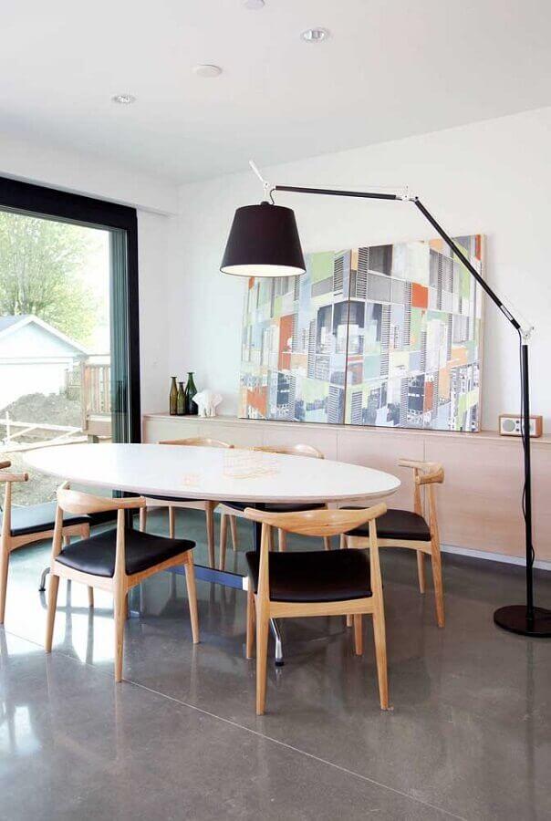 abajur de chão grande para decoração de sala de jantar com mesa oval Foto Pinterest