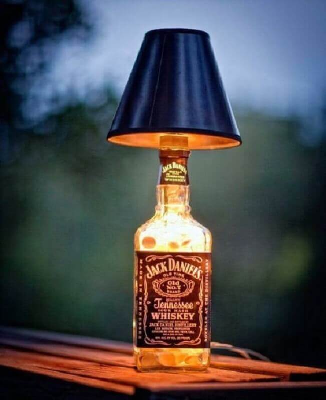 abajur de garrafa com cúpula preta Foto Revista Artesanato