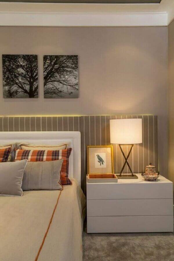 abajur para criado mudo branco para quarto de casal com cabeceira listrada Foto Pinterest