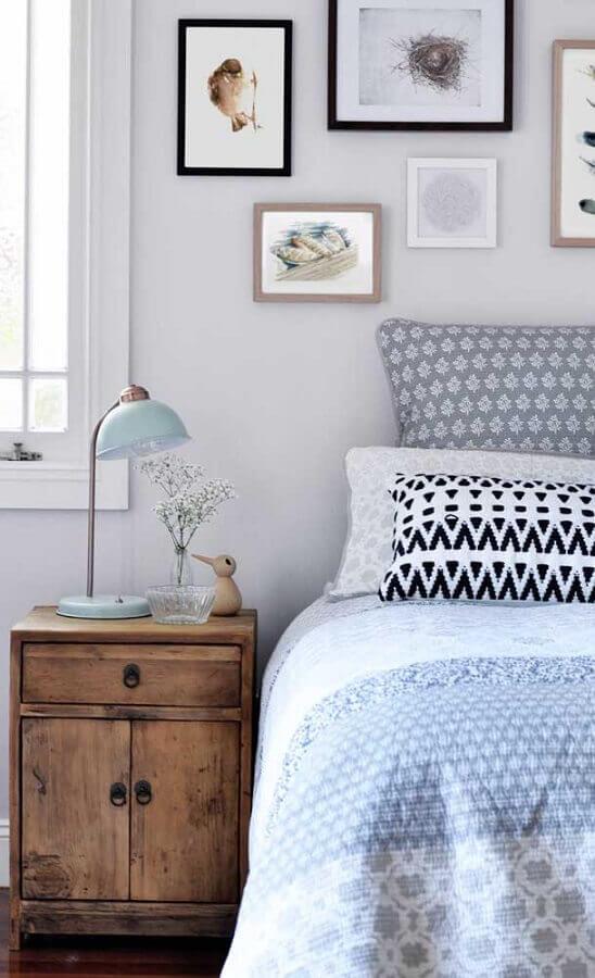 abajur retrô para decoração de quarto com criado mudo de madeira Foto Architecture Art Designs