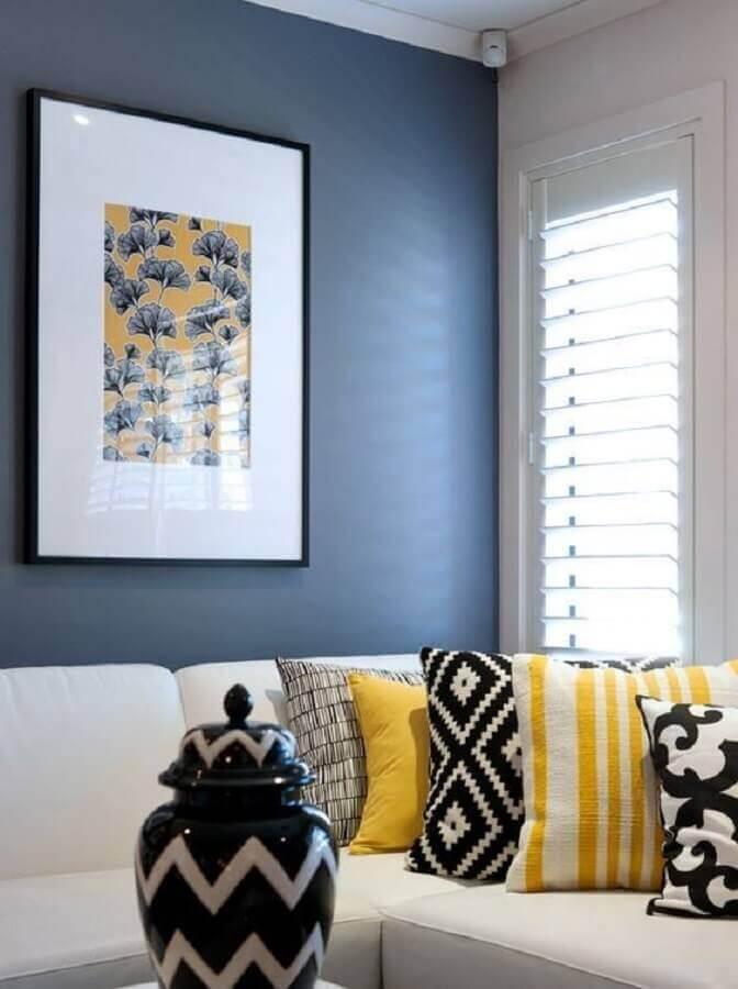 almofadas decorativas para sala com parede azul e sofá branco Foto Pinterest