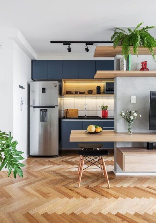armários planejados azul marinho para cozinha americana completa Foto Casa Vogue