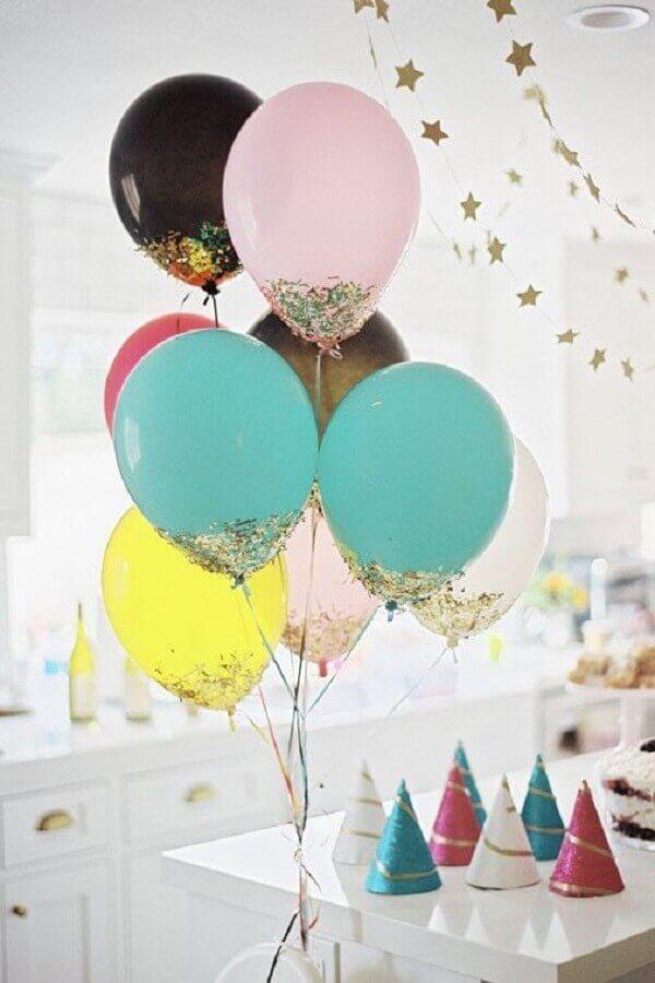 arranjo com balões coloridos para festa infantil simples e barata Foto Home Fashion Trend