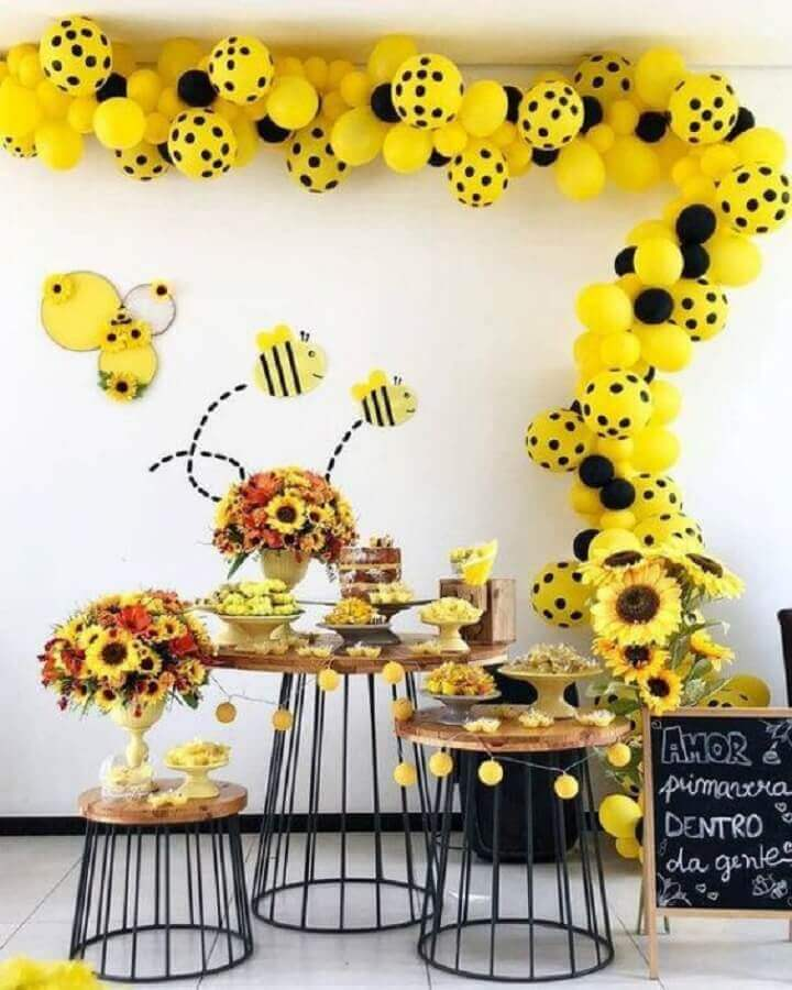 flower arrangements for decoration of bumblebee themes Photo Super Children's Party
