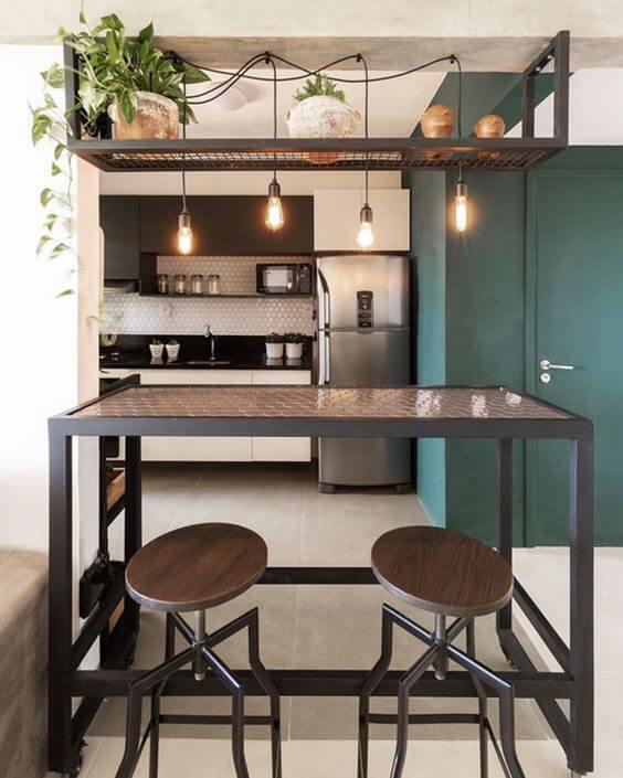 Bancada de cozinha feita de móveis de ferro