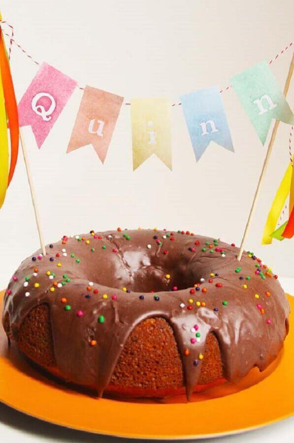 bolo decorado com bandeirolas para festa infantil simples Foto 100 Layer Cakelet
