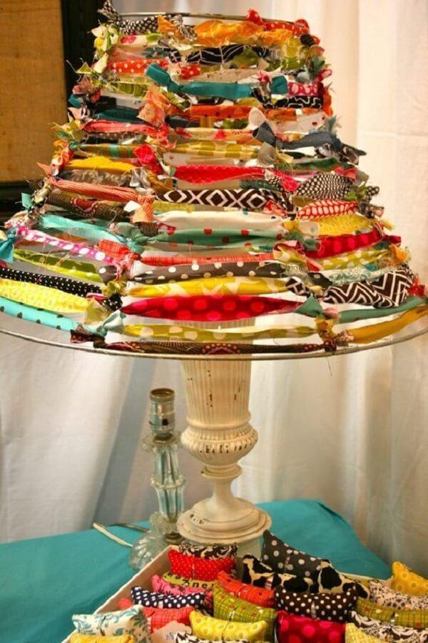 cúpula de abajur feita com retalhos de tecidos