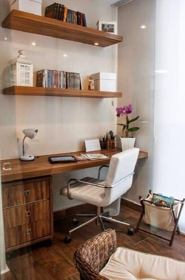 cadeira de escritório com braço feito em inox Foto Pinterest