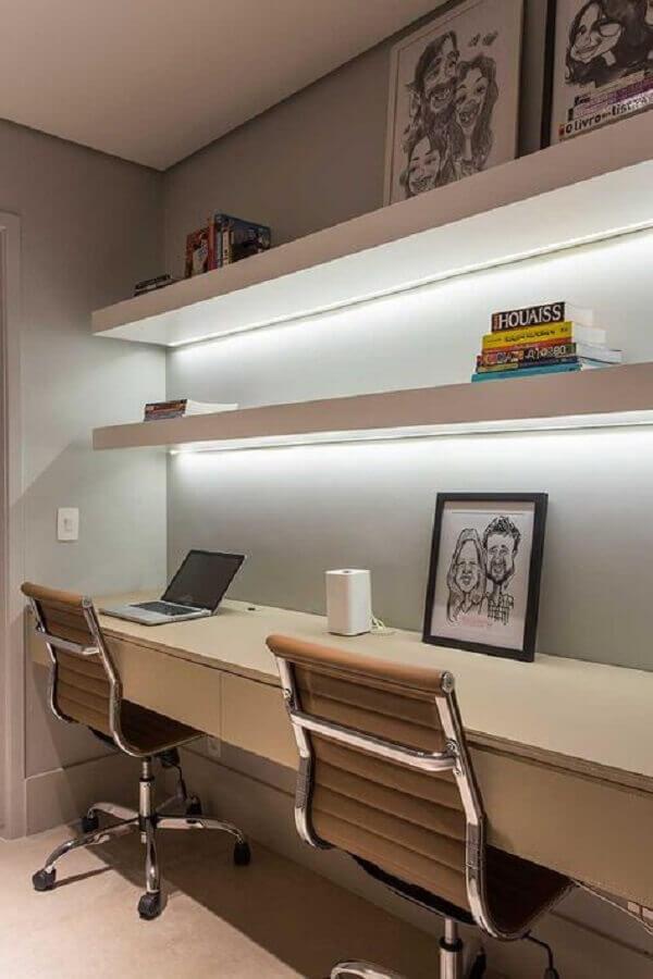 cadeira de escritório com couro bege Foto Casa de Valentina