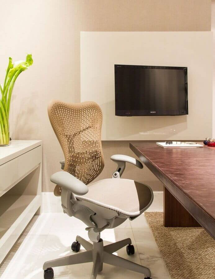 cadeira de escritório ergonômica moderna com encosto de tela Foto Webcomunica