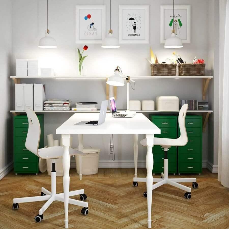 cadeira de escritório sem braço simples com rodinhas Foto Pinterest