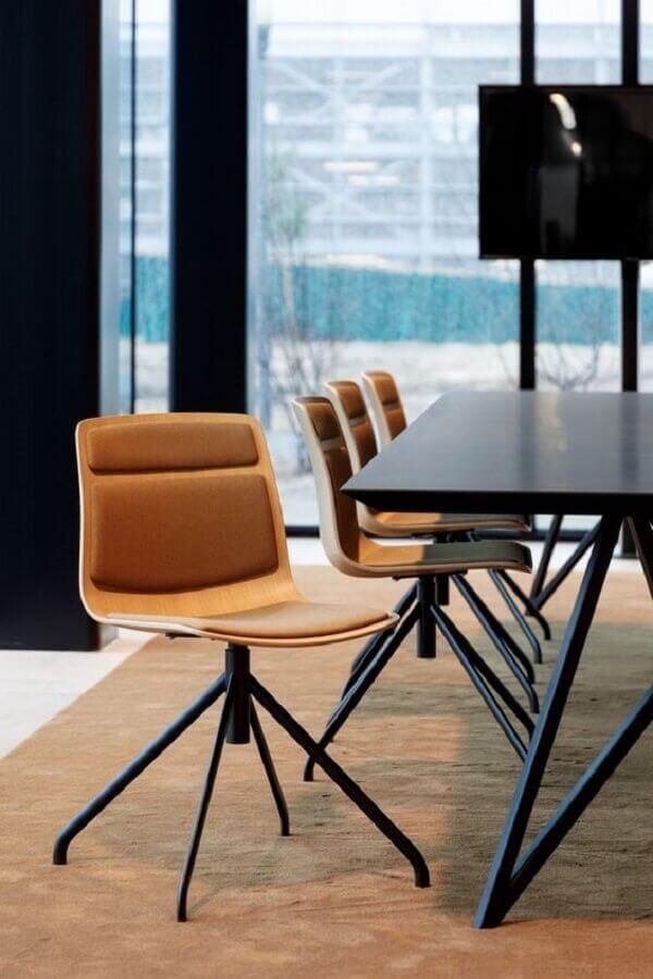 cadeira de escritório simples sem braço de couro marrom Foto Office Snapshots