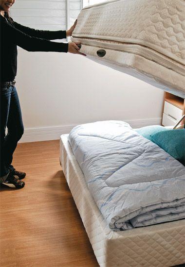 A cama box baú de casal é prática para abrir e fechar