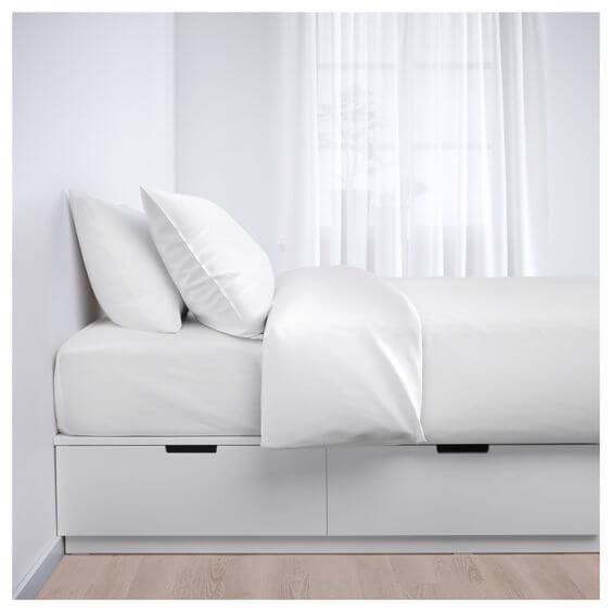 Use a cama box casal com gavetas em quartos espaçosos