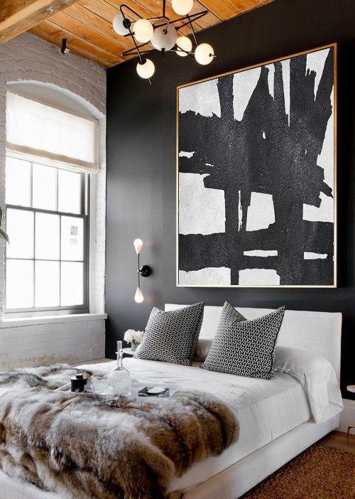Cama box casal branca com lustre moderno