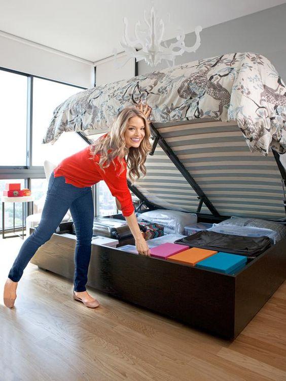 A cama box baú de casal é prática para guardar itens e otimizar o espaço no quarto