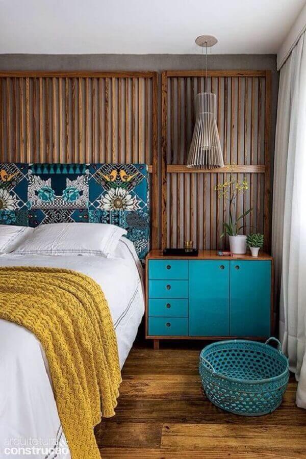 cama casal com cabeceira estampada Foto limaonagua