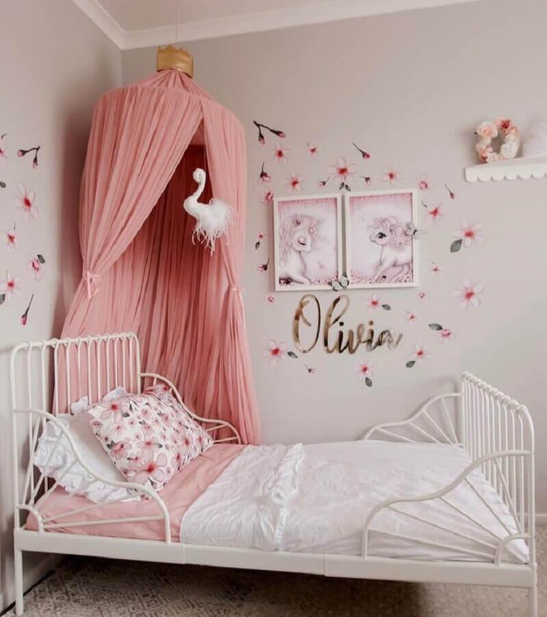 cama com dossel para decoração de quarto de unicórnio Foto Happy and The Hound