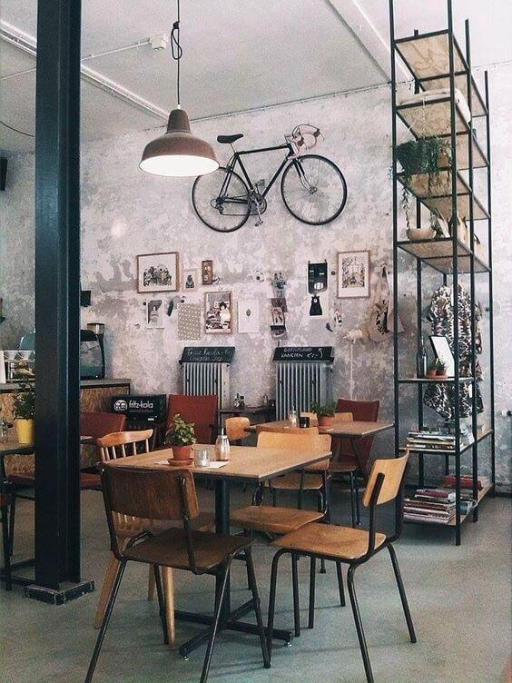 Casa no conceito aberto com móveis de ferro