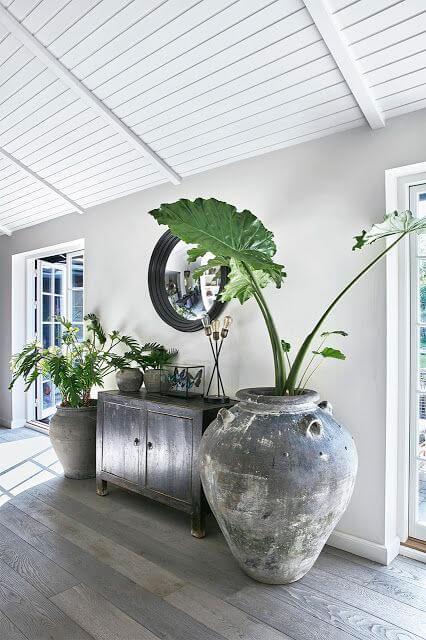 Casa decorada com vaso grande