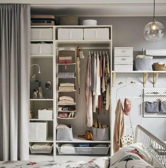 Casa com módulos e iluminação moderna
