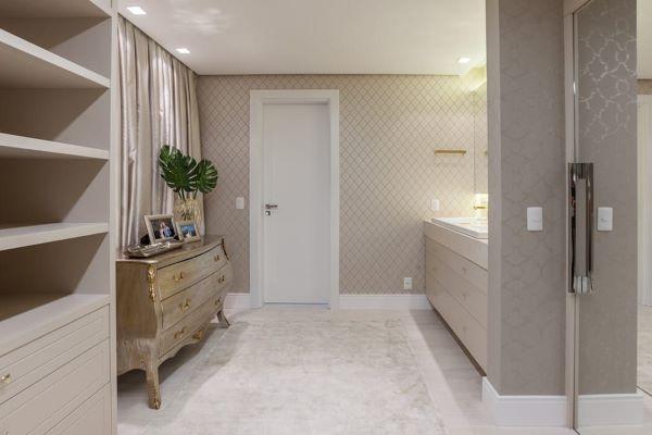 Closet com papel de parede moderno