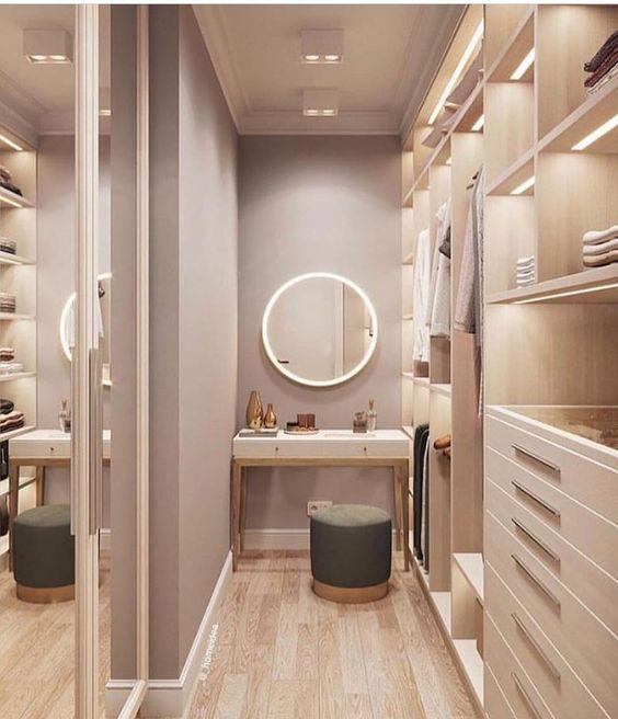 O closet também pode ter uma penteadeira