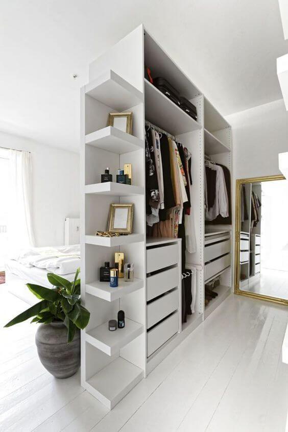 Closets de gesso são práticos para ganhar espaço