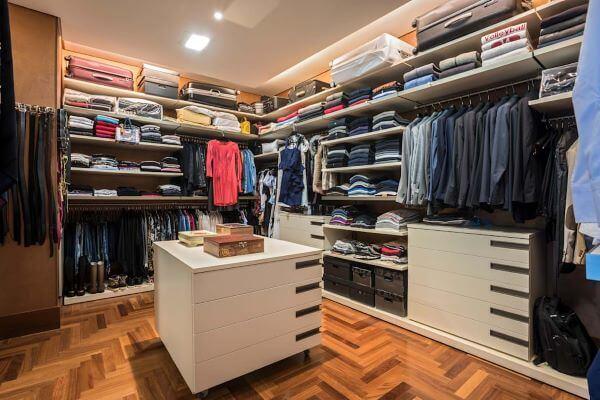 Faça um closet com o tamanho adequado para sua casa