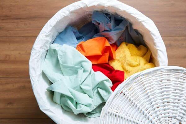 Como tirar graxa de roupa com receitas caseiras