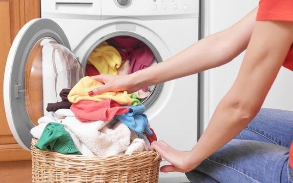 Como tirar graxa de roupa