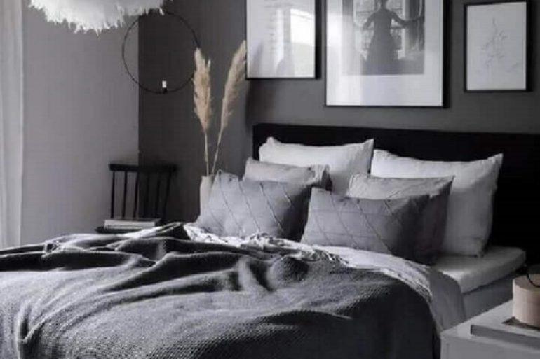 4. Escolha uma parede para ganhar destaque no ambiente e pinte-a com a tinta cinza chumbo - Foto: Revista VD