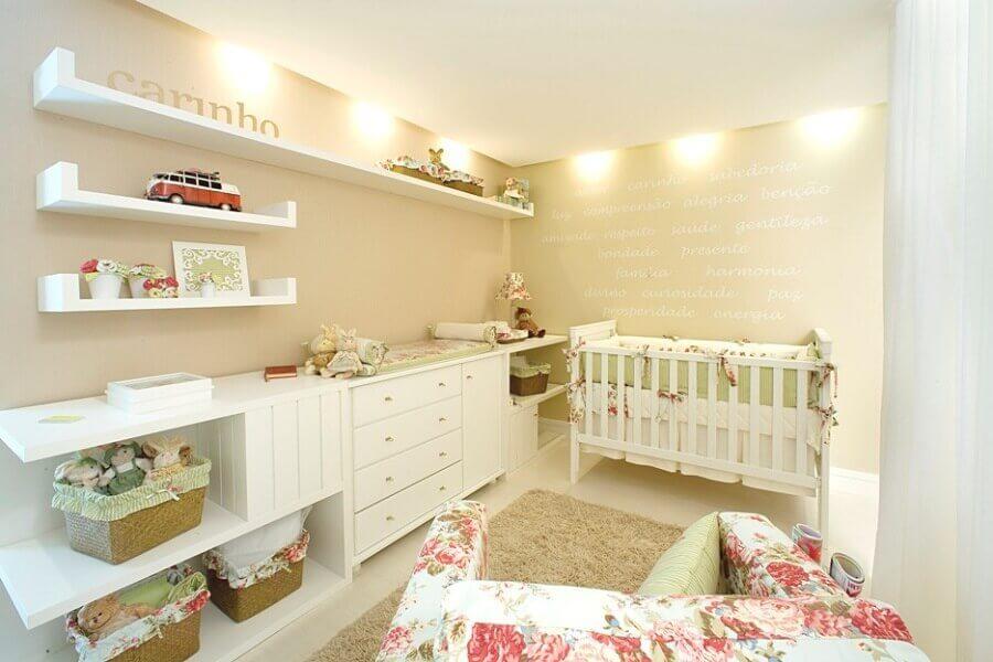cores neutras para decoração de quarto de bebê planejado feminino Foto Sou Mãe