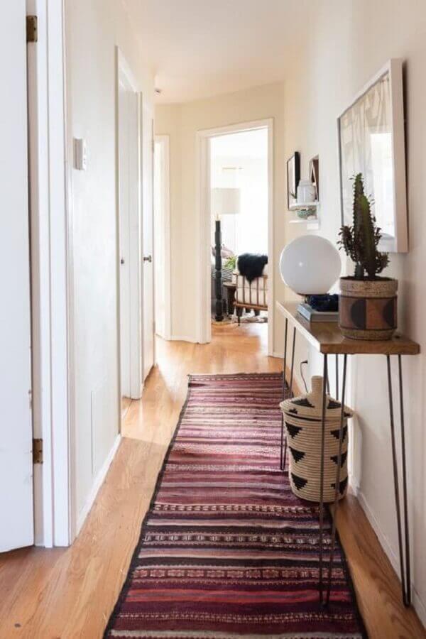 corredor com tapete passadeira Foto Apartment Therapy