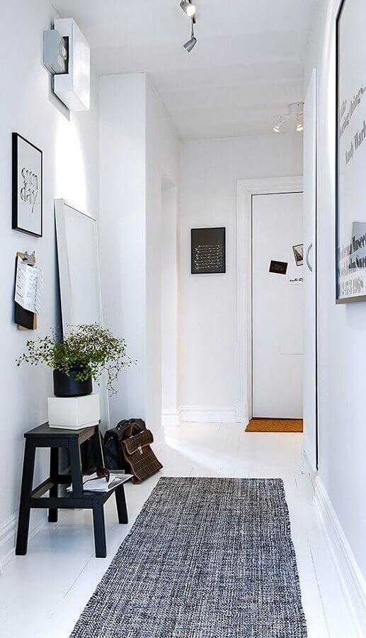 corredor com tapete cinza passadeira Foto Archilovers