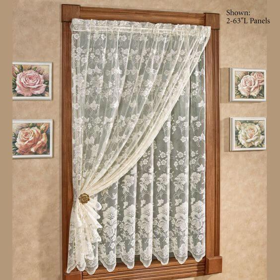 Cortina de renda para janela pequena