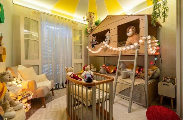 Cortina infantil no quarto de tema circo