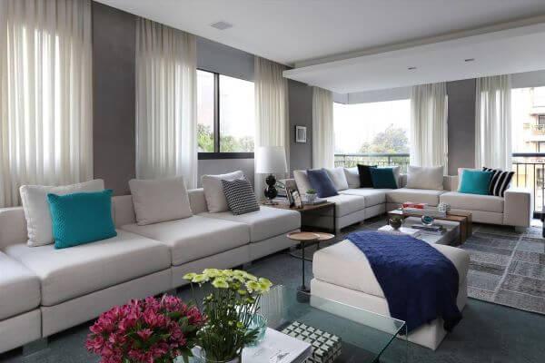 Escolha cortinas que combinem com sua decoração