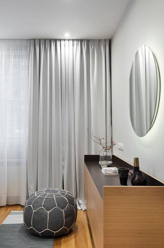 Cortineiro de gesso cinza no quarto infantil