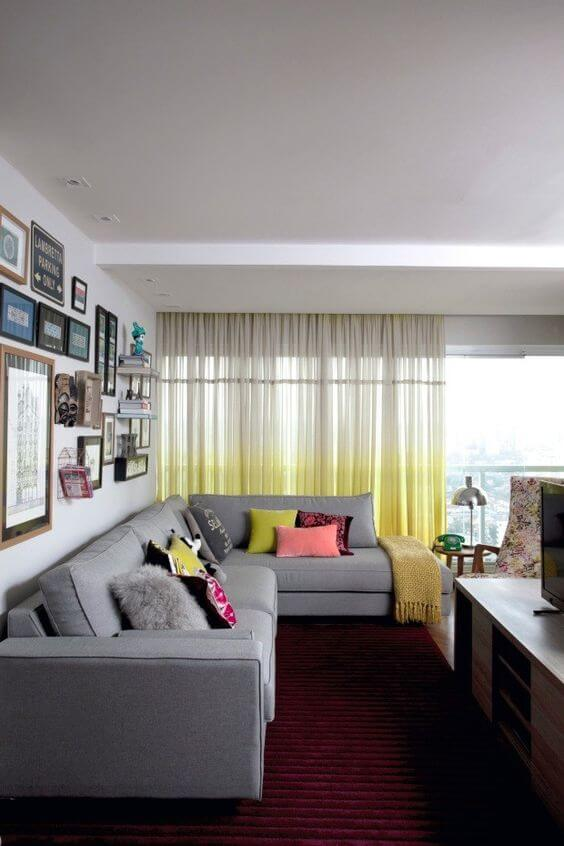 Cortineiro de gesso com cortina colorida