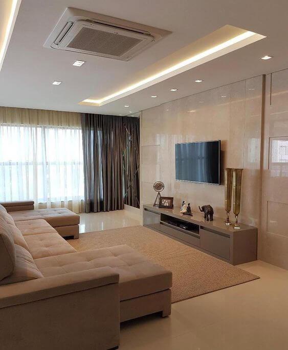 Cortineira de gesso com cortina neutra