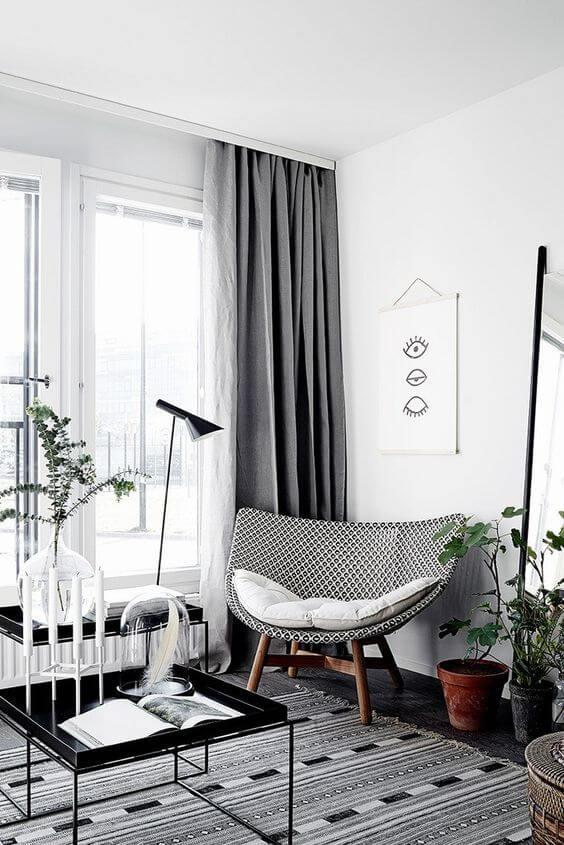 Sala de estar com cortina blecaute cinza