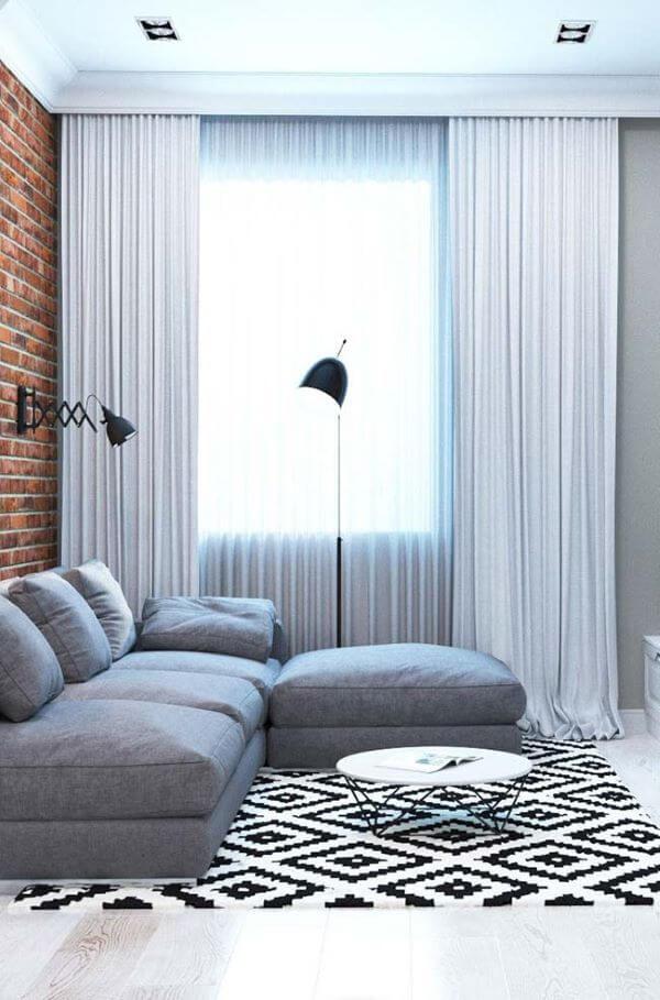Cortineiro de gesso sobreposto com cortina branca