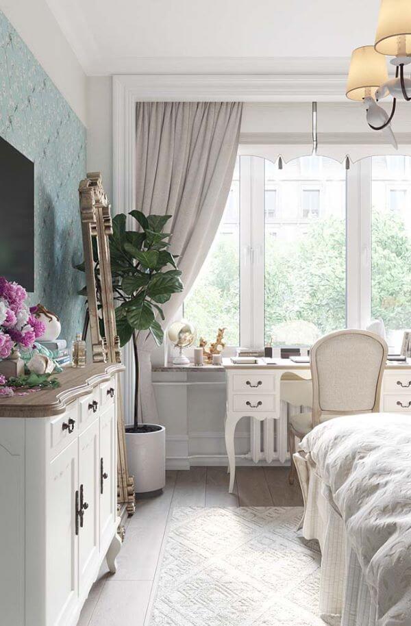 Quarto clássico com cortineiro sobreposto