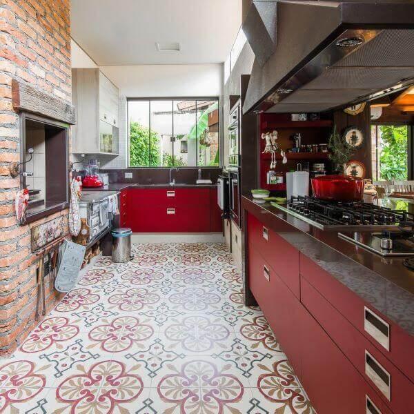 Área moderna com churrasqueira de parede
