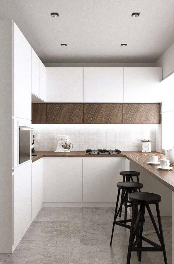 cozinha completa toda branca com bancada de madeira Foto Home Fashion Trend
